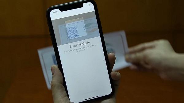 iphone lock có dùng được eSim hay không?
